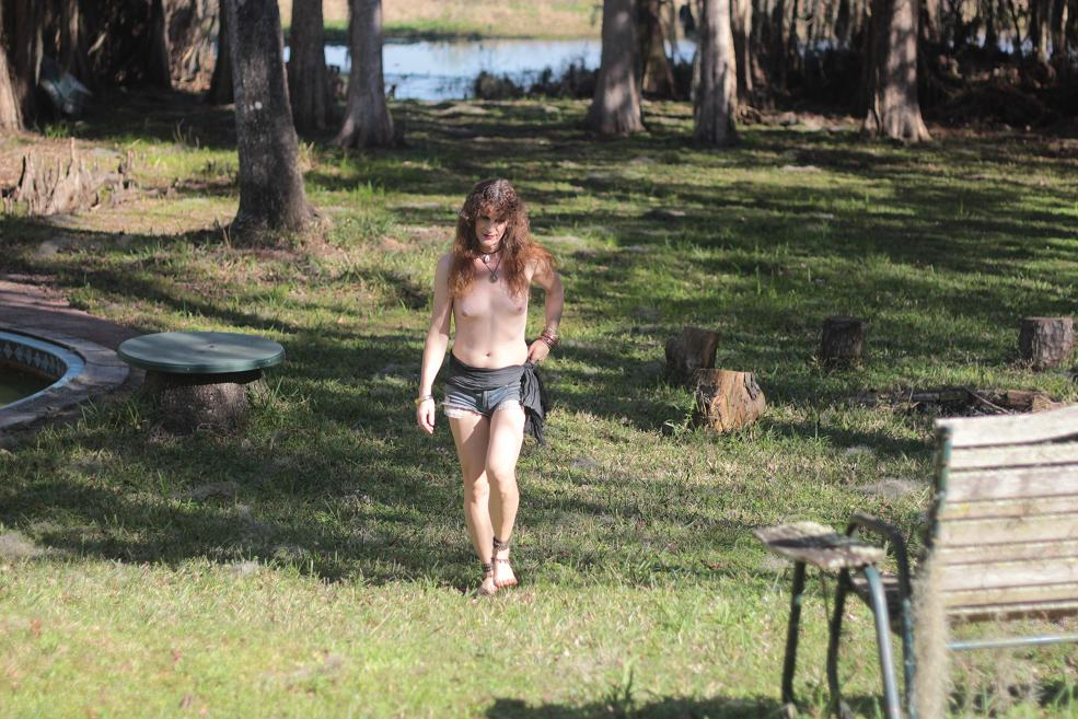 Girls barefoot and topless — photo 10